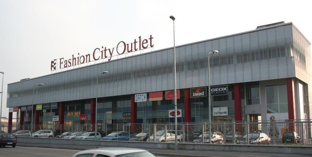 Factory outlet milano san giuliano for Milano fashion outlet
